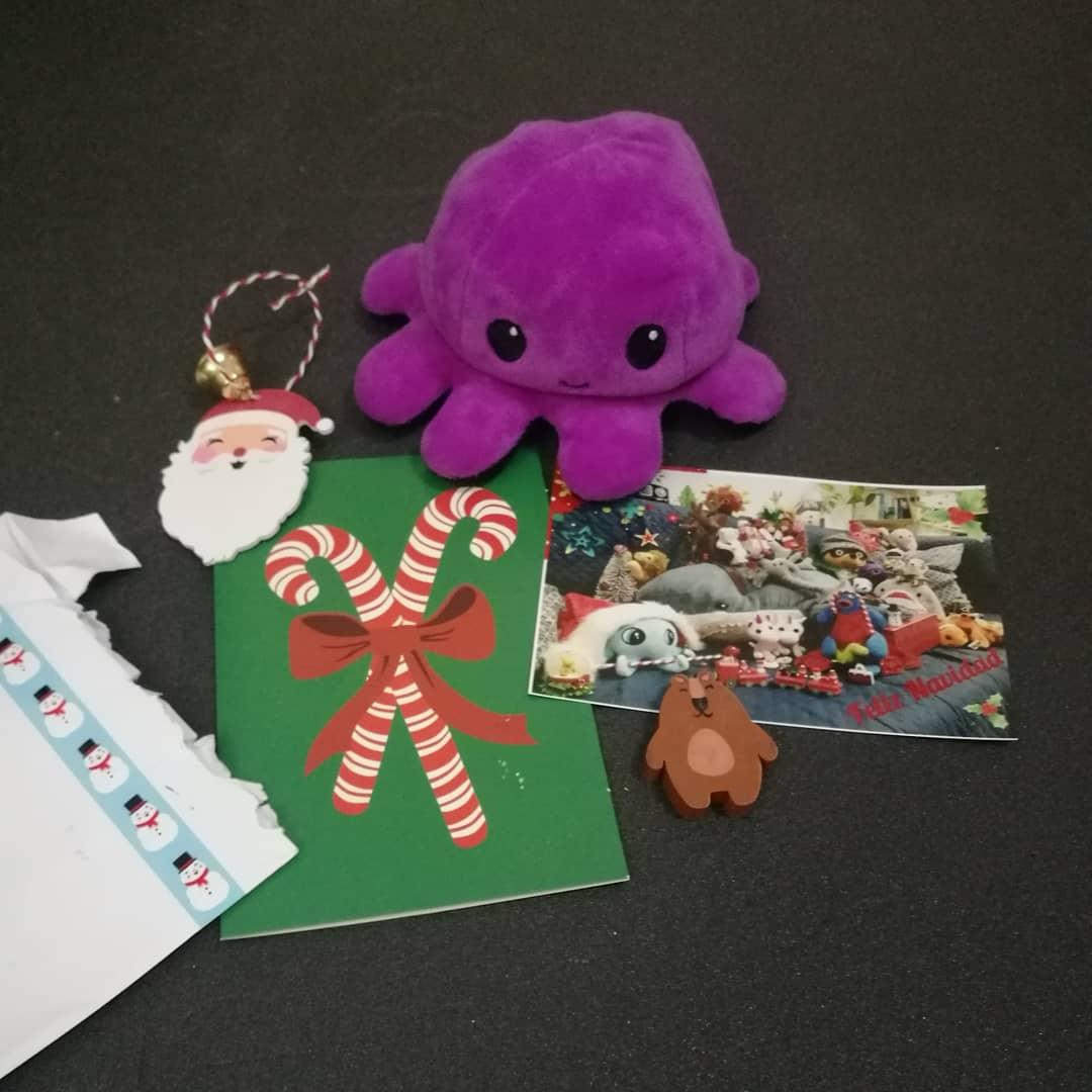 Plushie mail: los peluches se envían postales y regalos – Laura Tejerina
